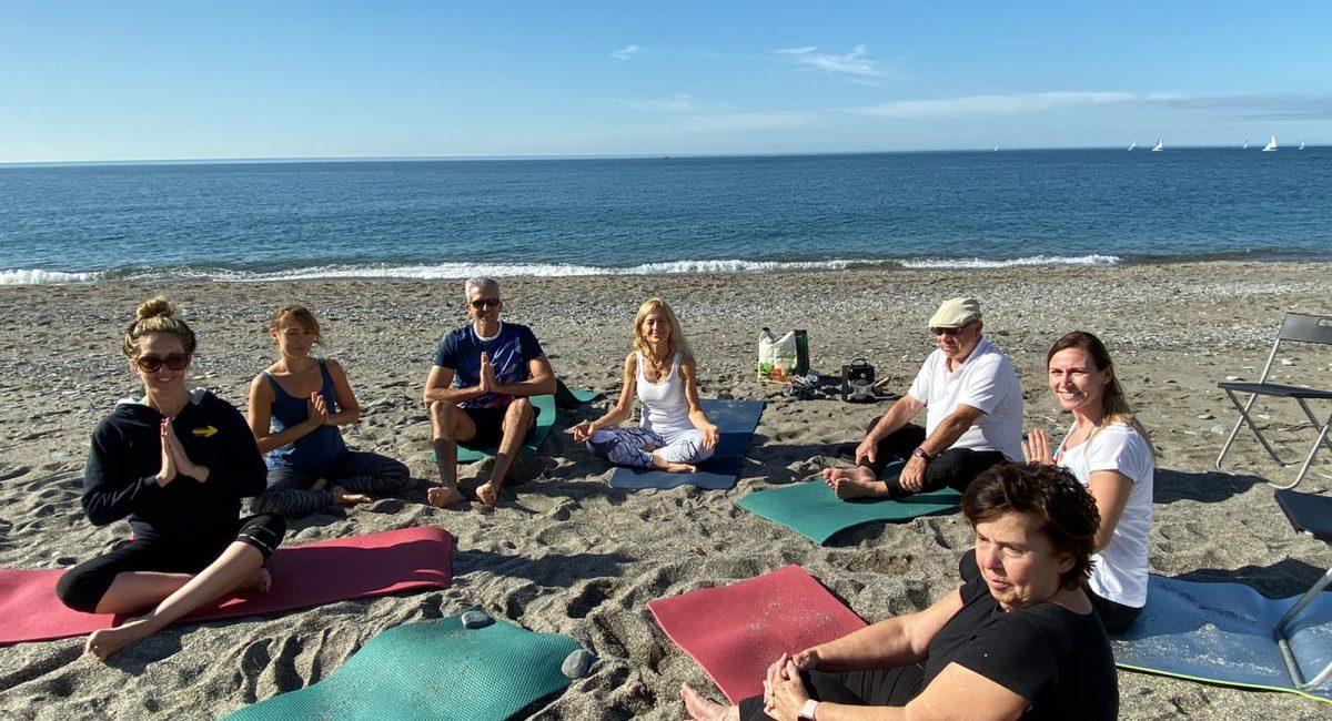 clase de yoga playa 1
