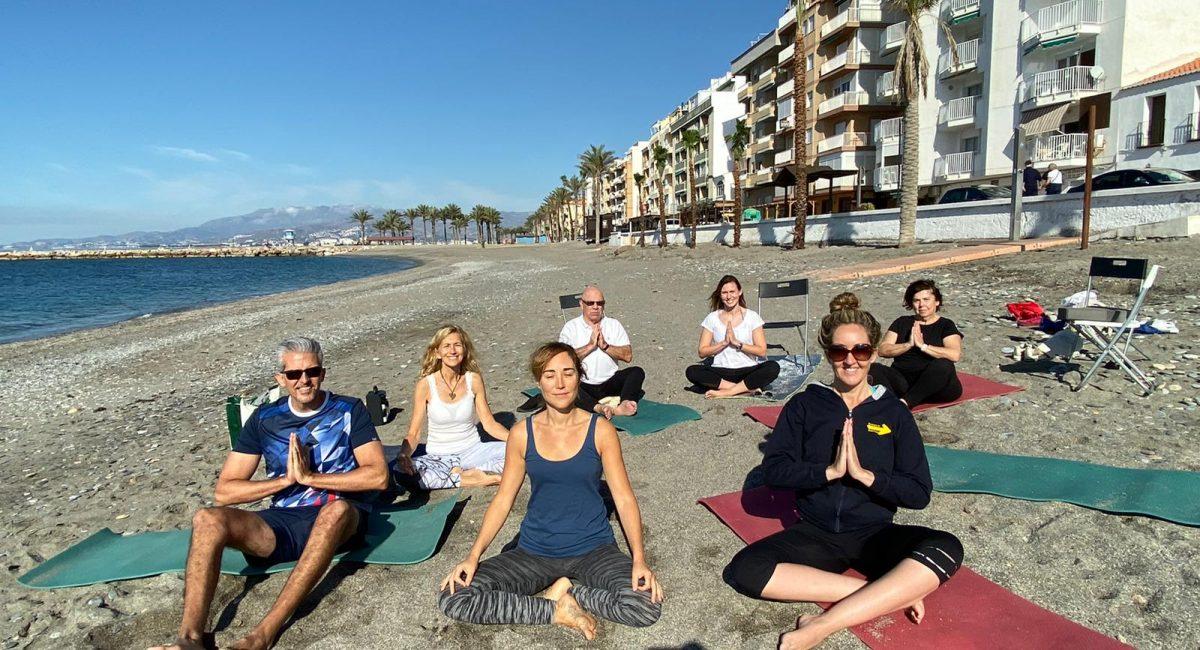 clase de yoga playa 2